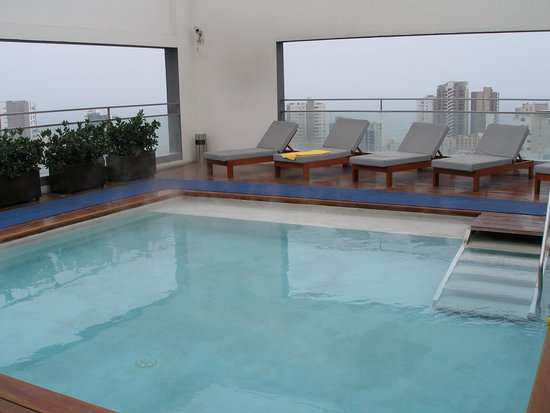 Dazzler Lima: Roof top pool