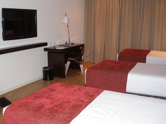 Dazzler Lima: Room