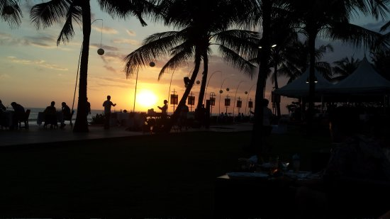 KU DE TA : Great place for the sunset but crowded