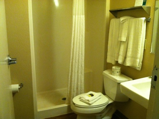 Crossland Economy Studios - Eugene - Springfield: small bathroom but clean