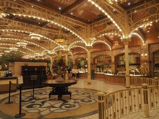 Garden Court Buffet : the elegant entrance