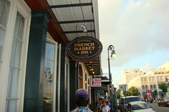 French Market Inn: sidewalk view