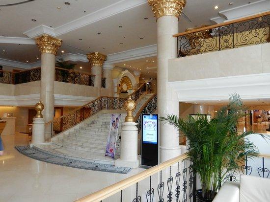 Novotel Beijing Peace : Ground floor staircase