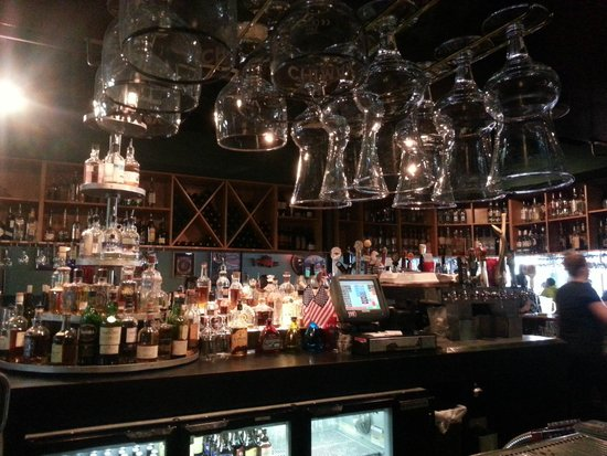 Humpy's Great Alaskan Alehouse: Bar area
