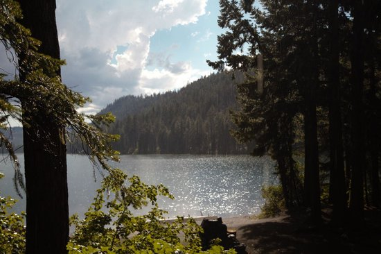 The Lodge at Suttle Lake : View of Suttle Lake from Trappers Cabin porch.