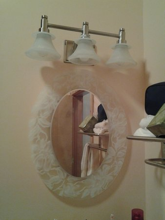Crooked Tree Motel and RV Park: The mirrors were beautiful!