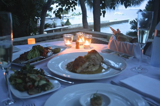 Abaca Boutique Resort: Oceanfront dining