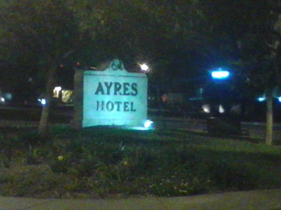 Ayres Hotel Seal Beach: Hotels Sign