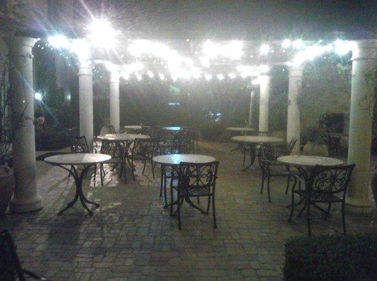 Ayres Hotel Seal Beach : Patio at Night