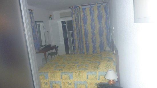 Hotel Saint John Perse: chambre1