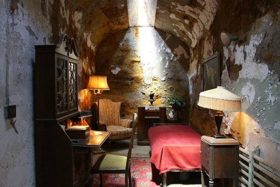 Eastern State Penitentiary : Al Capone's (restored) cell