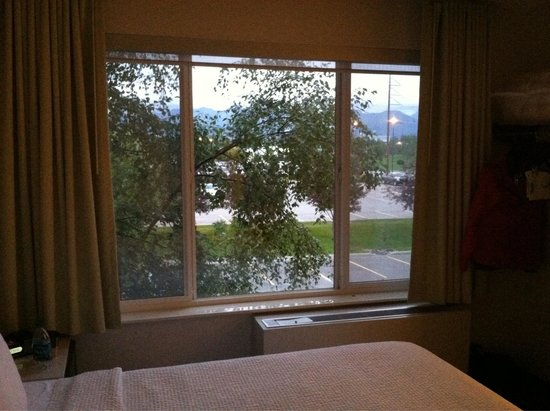 SpringHill Suites Anchorage Midtown: View from room at 11:30 pm. Room darkening shades worked great. Great view of Alaska Range.