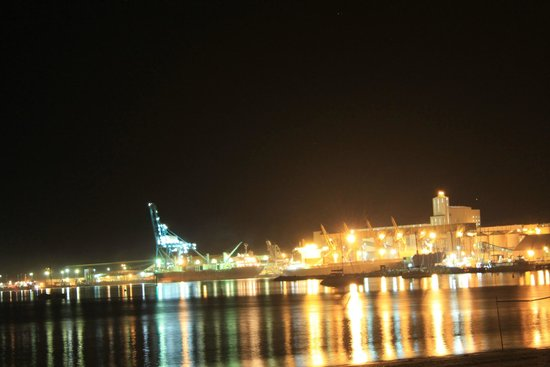 Comfort Inn Bay of Isles : The port area at night - Esperance