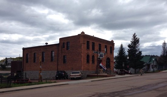 Outlaw and Lawmen Jail Museum: Just outside of the jail looking southwest