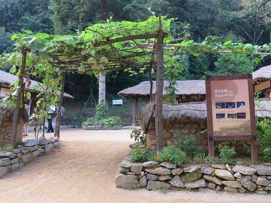 Korean Folk Village: ドラマのロケ地になっています。