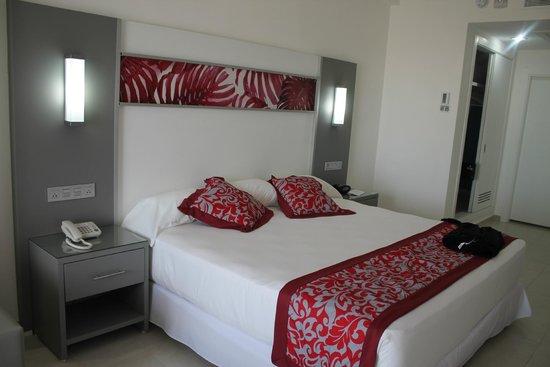 Habitacion fotograf a de hotel riu playa blanca rio hato for Habitacion familiar riu vallarta