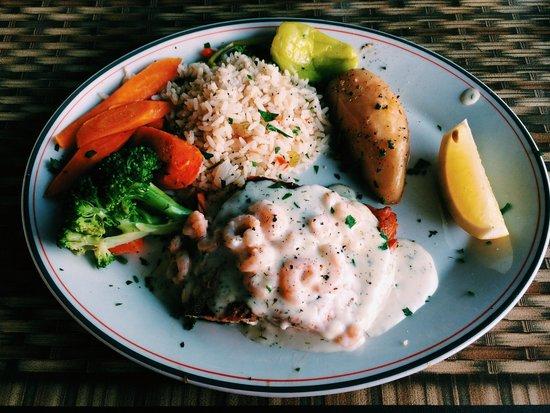 La Casa Ouzeria Restaurant: Salmon