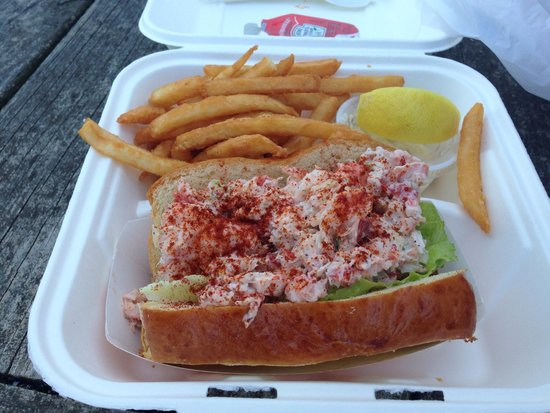 Chatham Pier Fish Market : Lobster roll and chips