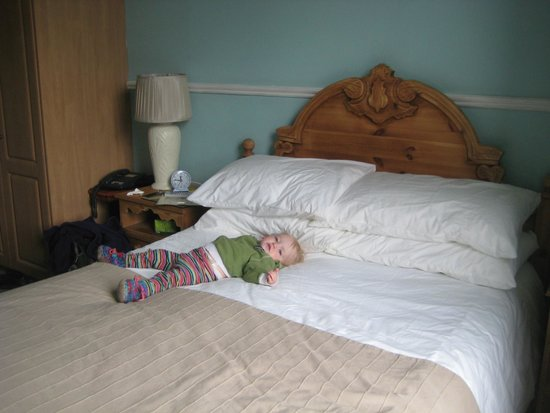 Gate Lodge Guesthouse: Bed is so comfy.
