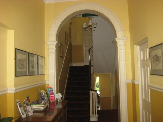 Gate Lodge Guesthouse: Common hallway.