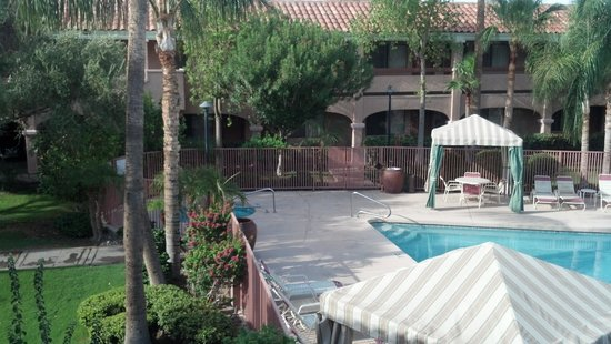 La Fuente Inn & Suites: View from room 207.