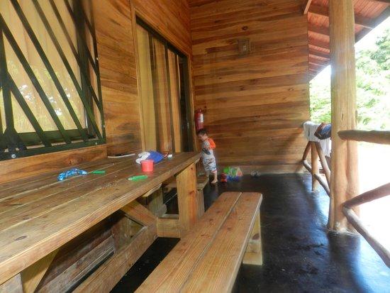 Hotel Raratonga : En el balcón comedor
