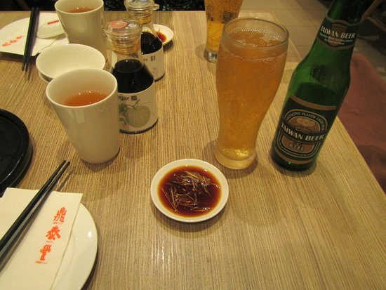 Din Tai Fung (Marina Bay Link Mall): table setting before food, I like both soy and vinegar on my ginger