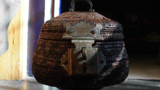 Waruna Antiques