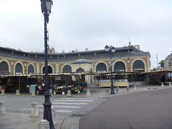 ノートルダム・マルシェ広場