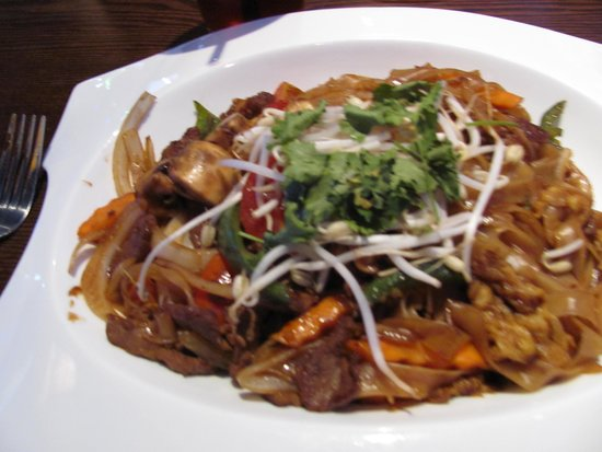 Urban Japanese Fusion Cuisine: Drunken noodles with beef
