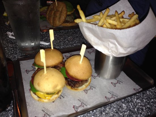 Burger Bar : Sliders with fries