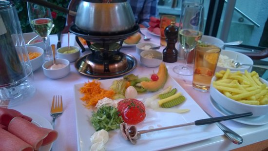 Restaurant Whymper-Stube: The styled plates and our table full of food