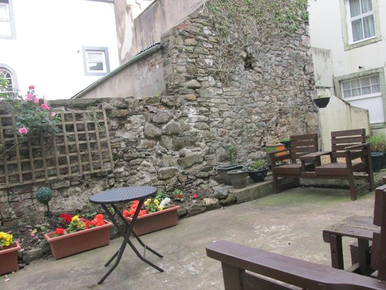 The Allerdale Court Hotel: Hotel courtyard