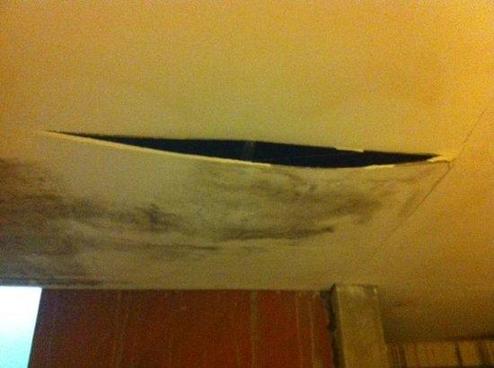 Garden View Resort: roof damage in hallway.