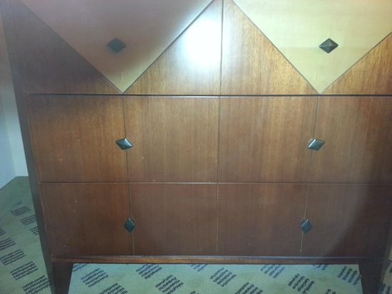 Crowne Plaza Houston River Oaks : the fact the knobs all dont face the same direction bugs my OCD