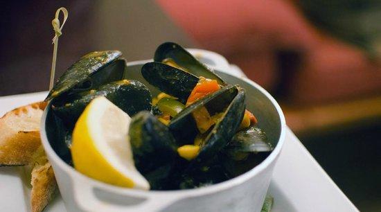 """Melaza Bistro : mussels """"Meijillones"""""""
