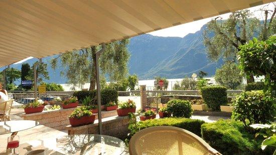 Hotel San Giorgio: Blick auf den See von der Frühstücksterrasse
