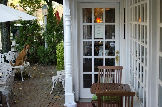 Mon Vert Cafe : exterior