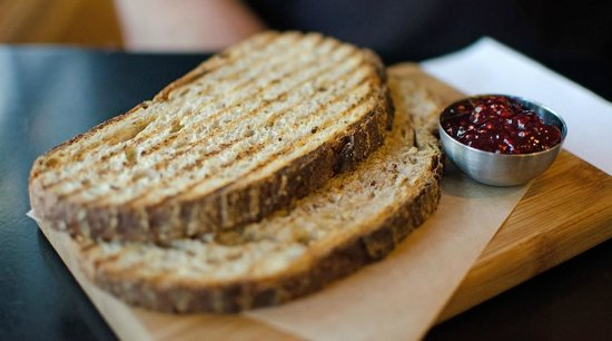 Mon Vert Cafe: toast & jam