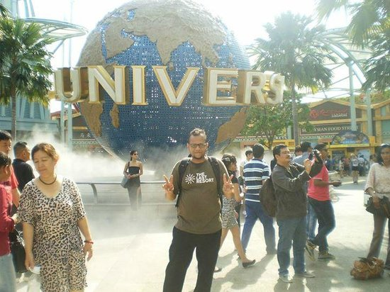 Resorts World Sentosa: In front of the Universal Studios Singapore