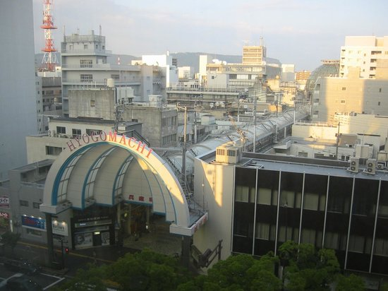 Takamatsu Tokyu REI Hotel : 部屋から商店街入り口を臨む