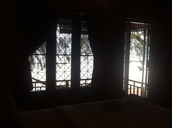Sairee Cottage Resort: View of the ocean from the purple room
