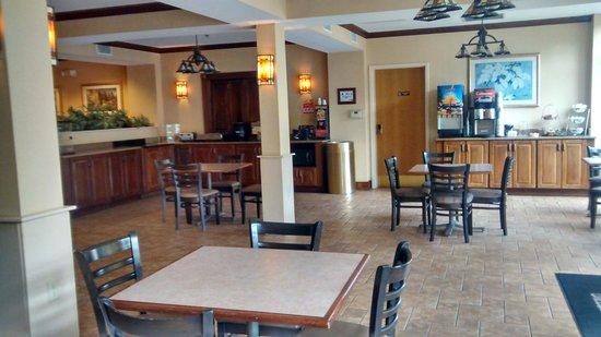 BEST WESTERN PLUS River Escape Inn & Suites: Where breakfast is served.