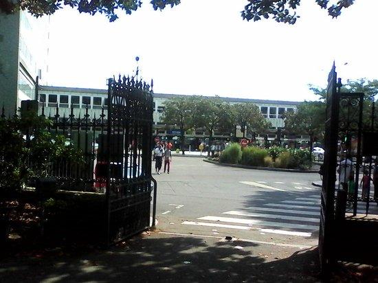 Entr e du jardin en face de la gare sncf picture of for Restaurant jardin des plantes nantes