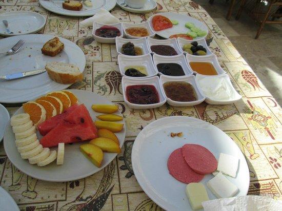 Chelebi Cave House: Desayuno de buena calidad