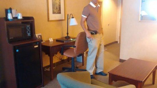 Best Western Plus River Escape Inn & Suites : Queen suite.