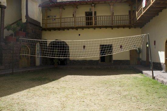 LOKI Cusco: Front courtyard