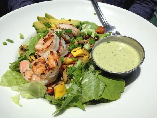 Bluewater Avalon Seafood Restaurant : Chopped salad with shrimp