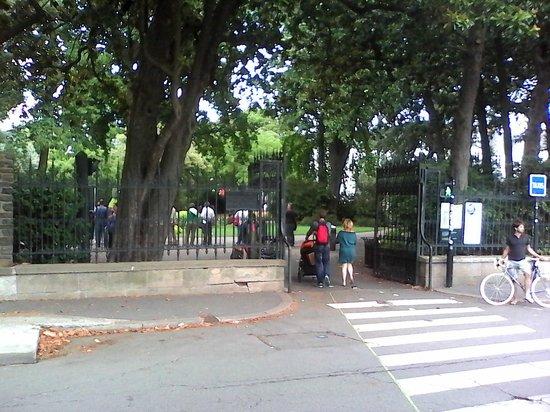 Entr e du jardin en face de la gare sncf picture of Entree de jardin