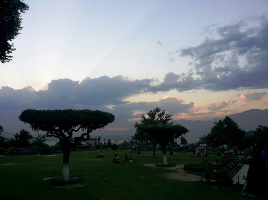 Chashme Shahi Gardens : Sunset